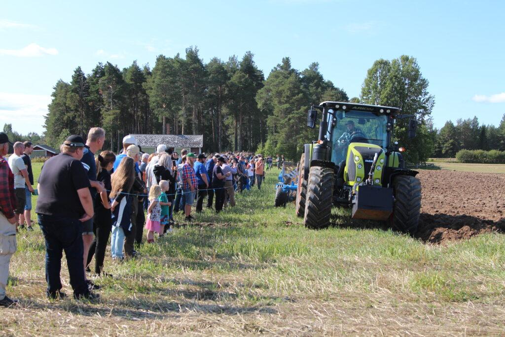 traktor som jordbearbetar, gröna näringar