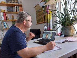 Gunnar Jonsson håller pedagogiska samtal på distans